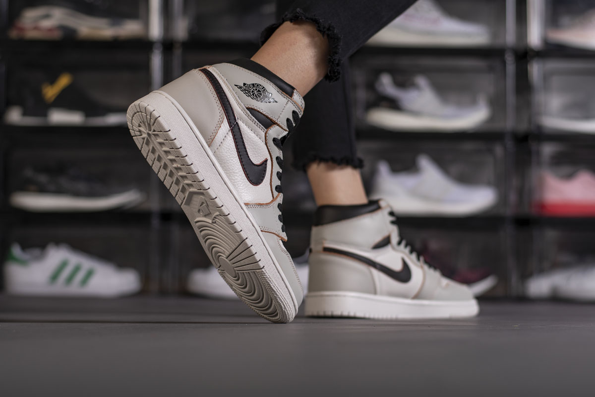 Nike SB x Air Jordan 1 Retro High OG Defiant SB Light Bone