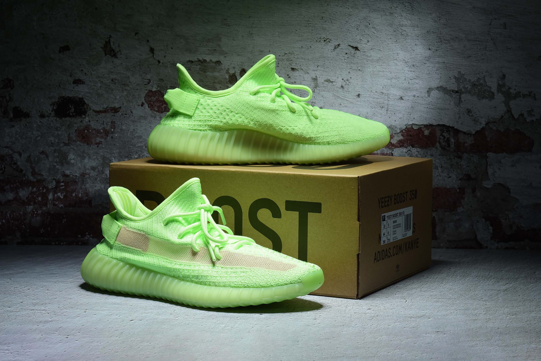 "Adidas Yeezy Boost 350 V2 ""Glow in the Dark"" EH5360"