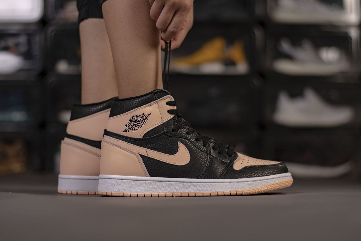 Air Jordan 1 Retro High OG 'Crimson Tint' 555088-081